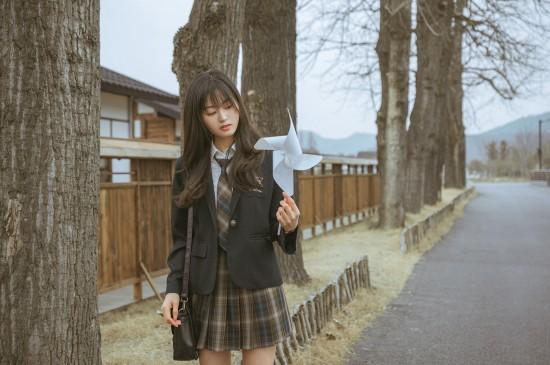 jk制服少女的清纯户外写真
