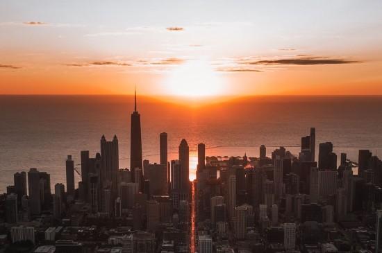 鸟瞰城市日落风光