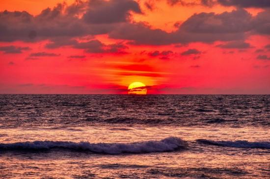 海上夕阳浪漫景色
