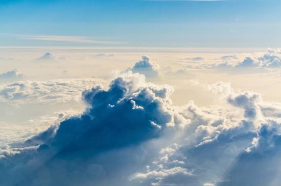 漂亮蓝天白云美景