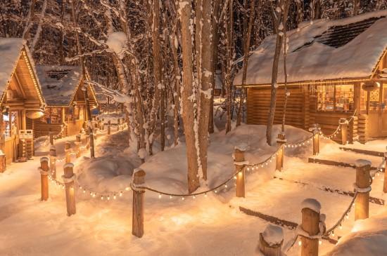 北海道夜晚的唯美落雪风