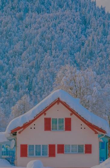 雪中小屋优美迷人风光