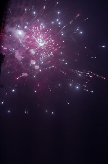 夜空中的绚烂烟火景色