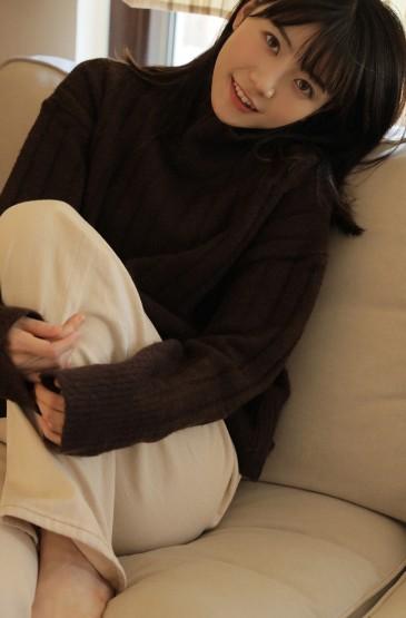 日系美女居家温暖养眼写真