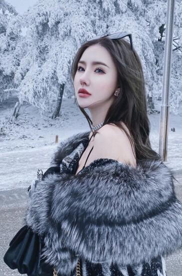性感美女冬天户外魅惑写