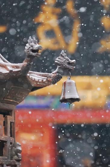 武汉宝通寺的美丽下雪景色