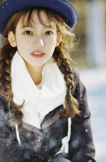 少女雪中清纯迷人写真