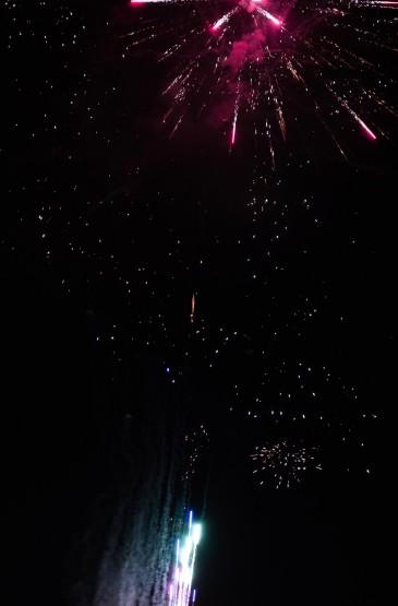 夜空中璀璨迷人的烟花