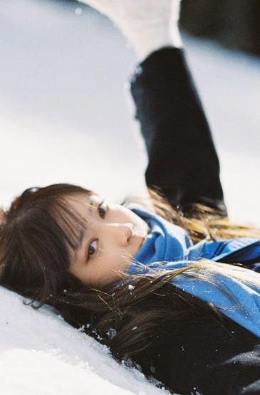 雪中美女清纯迷人写真