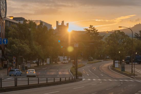 黄昏温暖清新日本街道