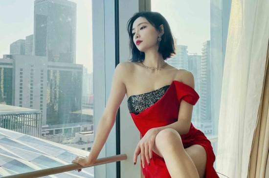 许佳琪性感红裙魅惑写真