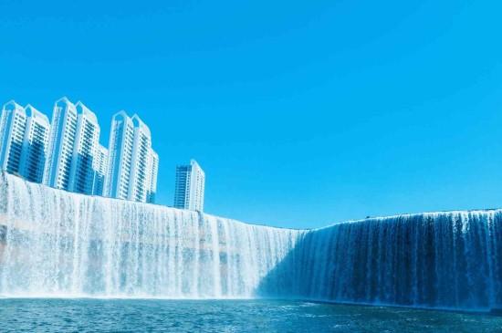 优美迷人的瀑布美景