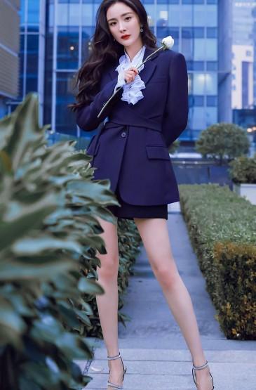 杨幂西装短裙时尚写真