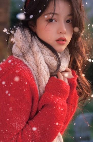 甜美少女雪中迷人写真