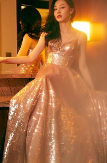 黄梦莹香槟色星河长裙优
