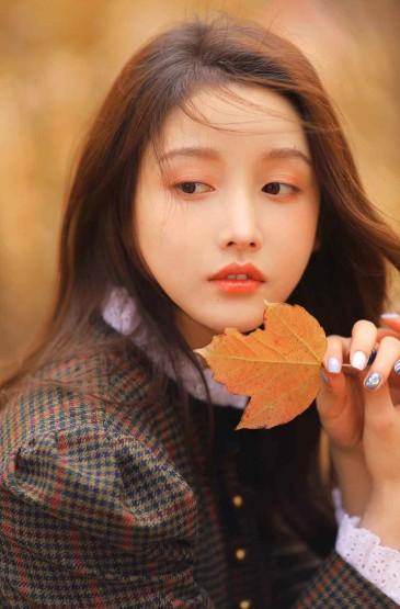 恬静少女秋冬季节迷人写
